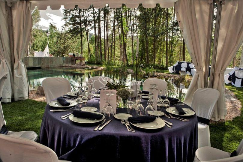 Detalle mesa y lago