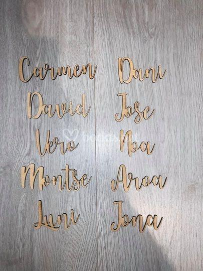 Nombres en madera