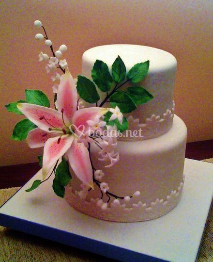 Tarta y flor de azúcar