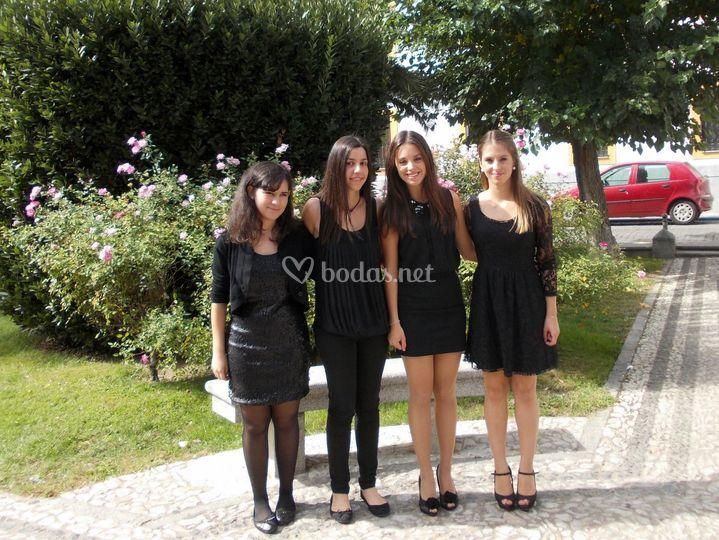 Uniformadas en negro