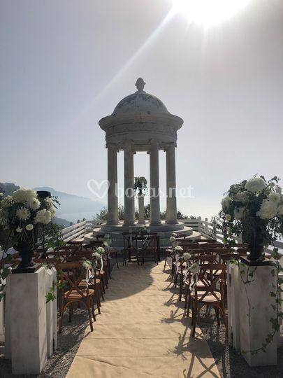 Decoración floral para ceremonia