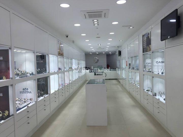 c9c27f7fac6d Interior nueva tienda de Diecinueve Joyería