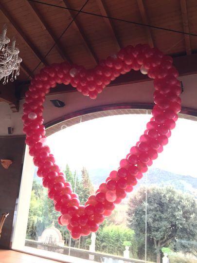 Corazón hecho con globo