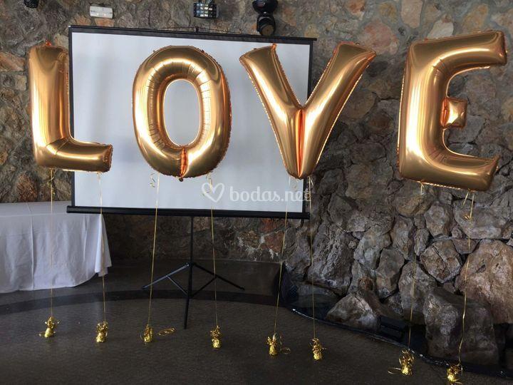Letras LOVE con globos