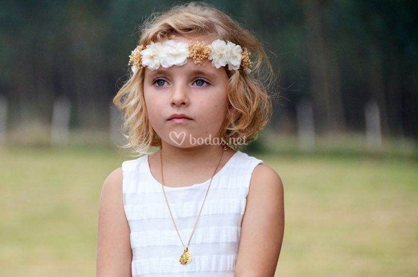 Mirada angelical de pequeña