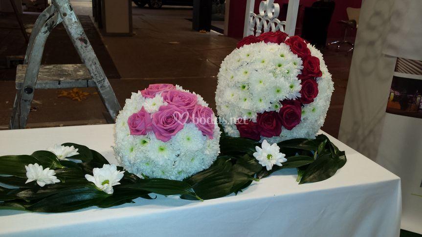 Bolas de margaritas y rosas