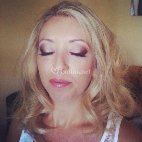Proceso de maquillaje de la novia