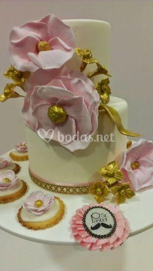 Tarta nupcial con oro