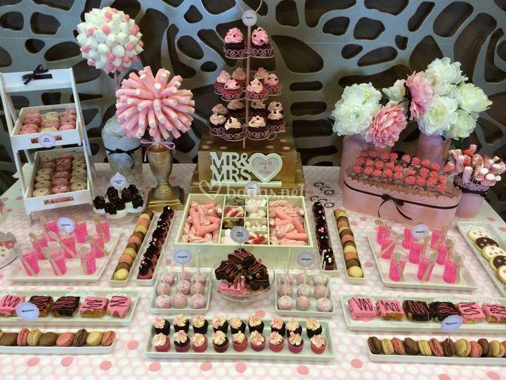 Mesa dulce marrón y rosa
