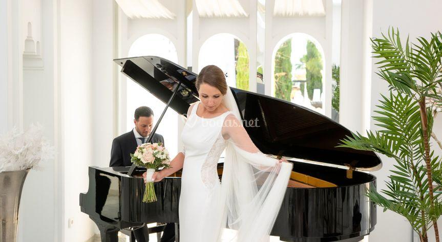 Junto al piano