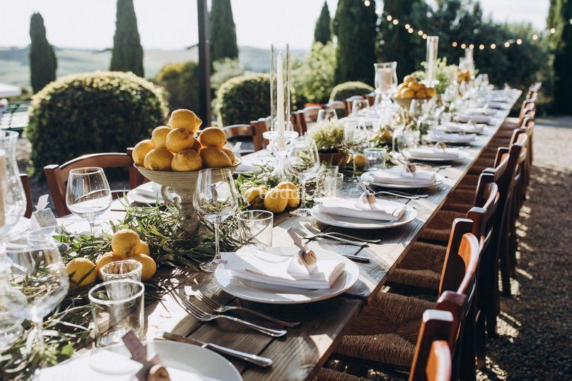 Montaje de mesa en la Toscana