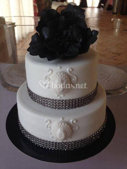 Tarta blanca y negra