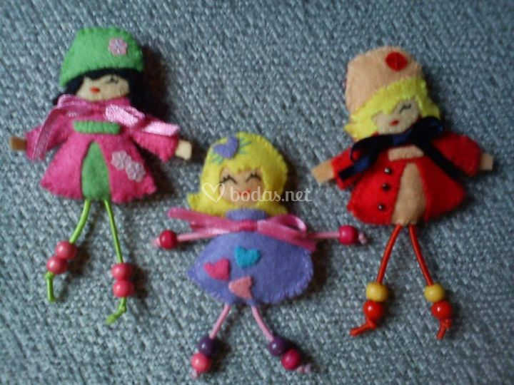 Broches de muñequitas