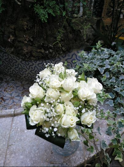 Ramo de rosas blancas naturales