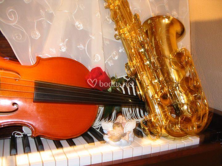 Saxo, violín y piano