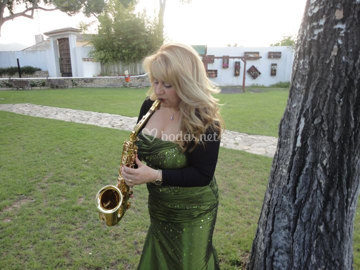 Montse Bermúdez, Saxo y Voz