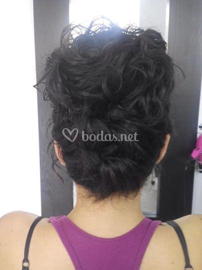 Recogido cabello rizado