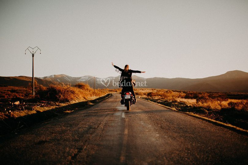 Escapando en moto