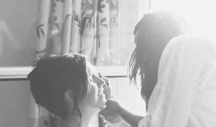 Maquillando a la novia