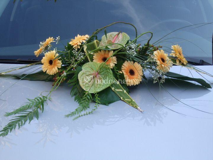 Decoración floral en el coche
