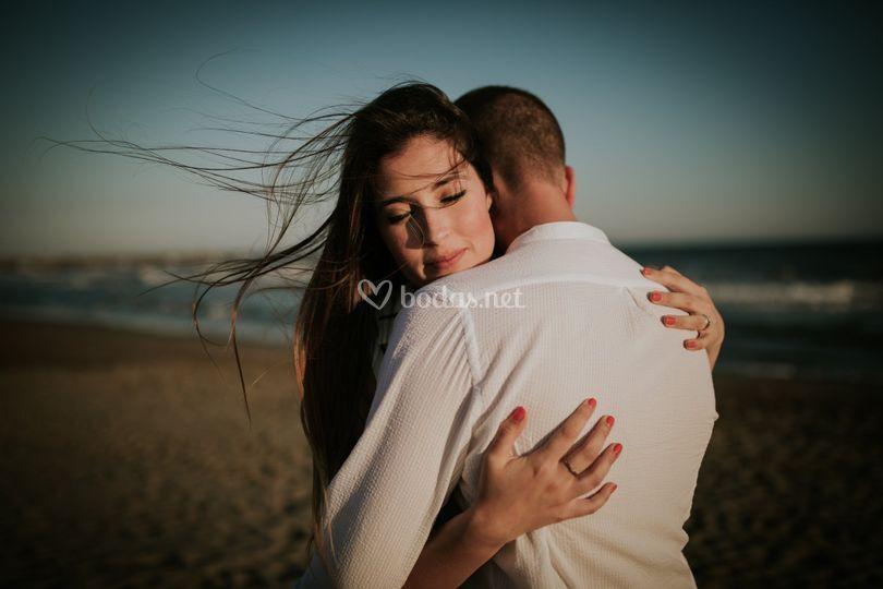 Preboda abrazo playa