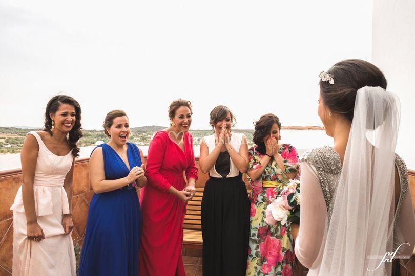 María y sus amigas al verla