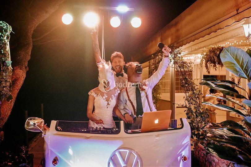 Leo DJ animador con los novios