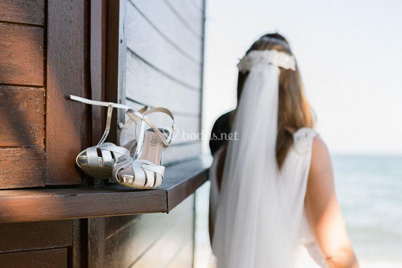 Zapatos y velo de la novia