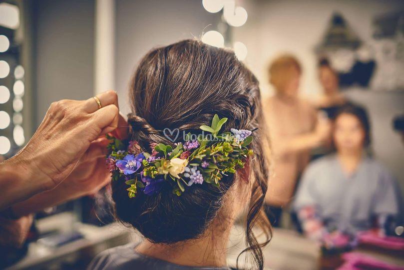 Recogido con flor natural