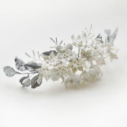 Tocado de novia blanco y plata