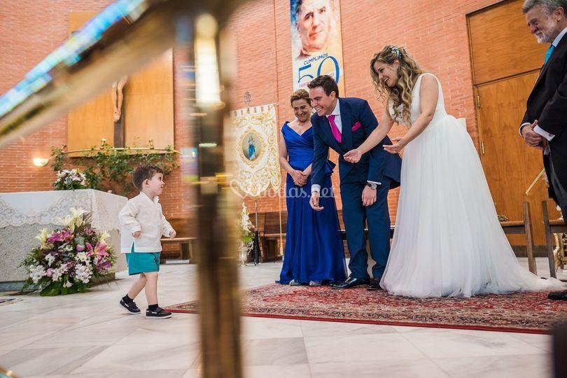 Niños y los anillos de boda