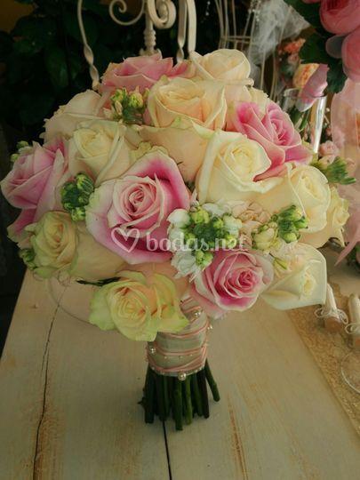 Ramo rosas varios tonos