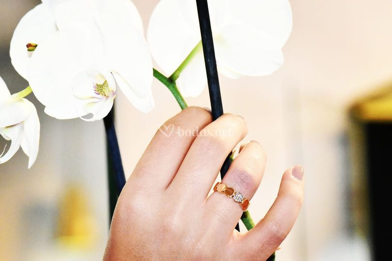 Sortija de oro rosa con diamantes