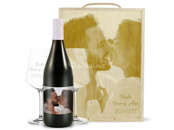 Kit de caja + 2 copas + vino
