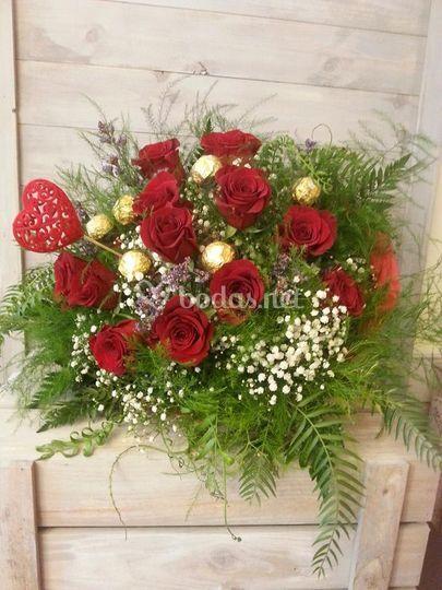 Ramo de rosas y bombones