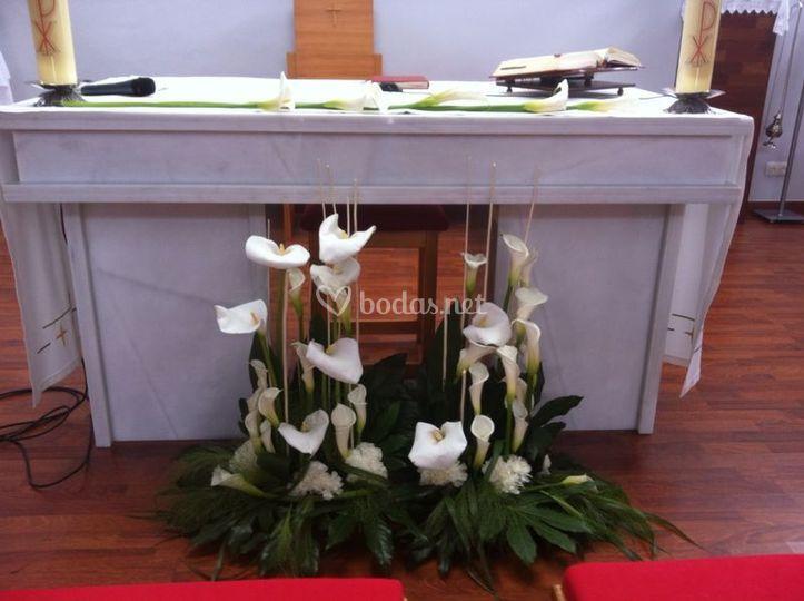 Jardinera de calas altar