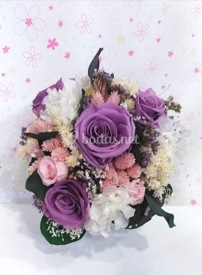 Bouquet con hortensias y rosas