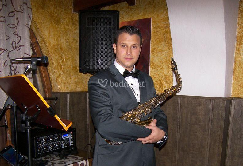 Saxofonista para bodas en Cádiz