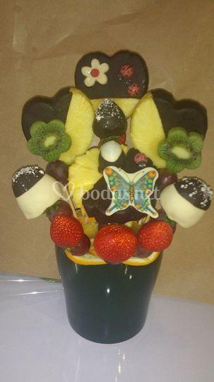 Fresas, plátano, piña y kiwi
