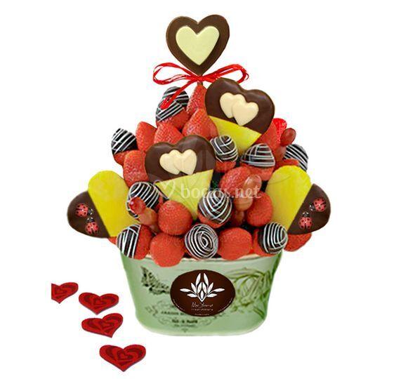 Cesta de frutas con chocolate