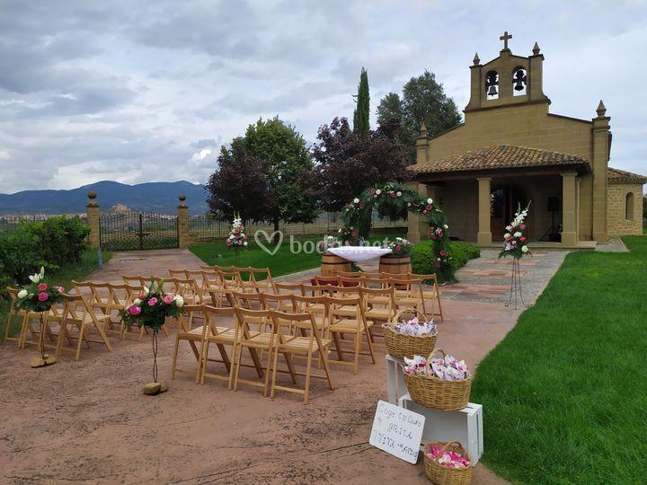 Ceremonia frente a la ermita