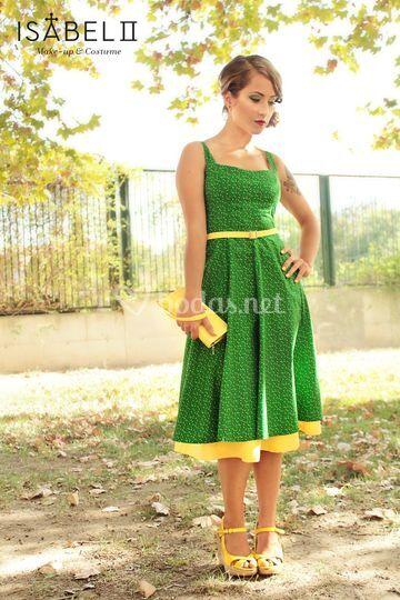Diseño de vestido y complementos para inivitadas