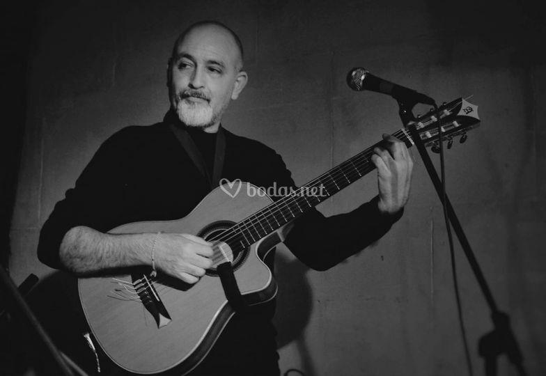Javier, guitarrista y cantante