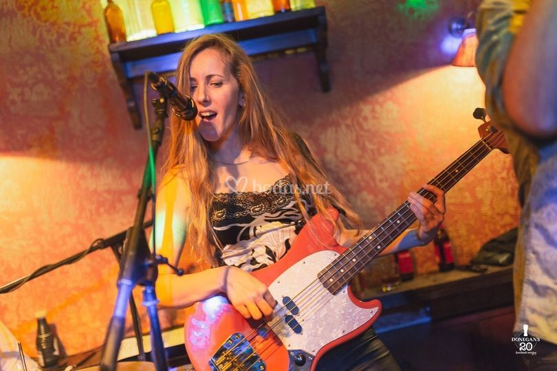 Leticia Romero, bajista