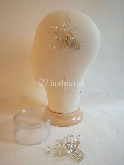 Tocado flores de porcelana fría