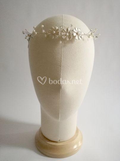 Flores de porcelana y pedrería