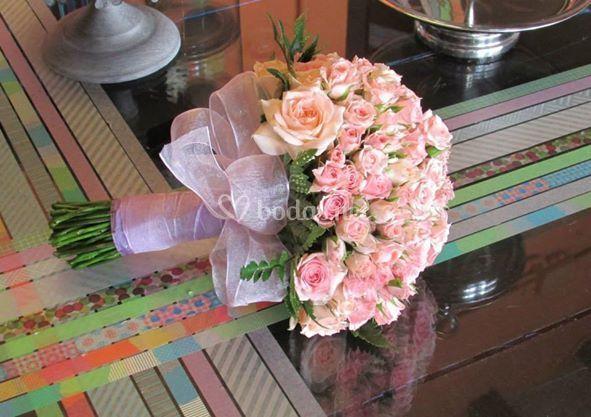 Ramo rosas de pitimini
