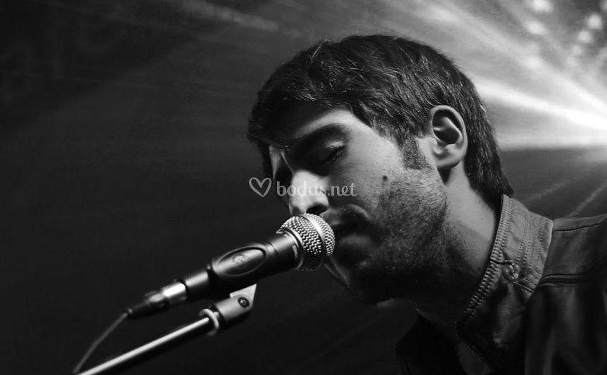 Manu Ortega (voz y keytar)