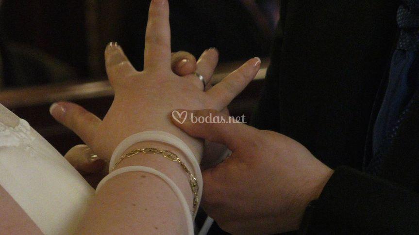 Manos anillo