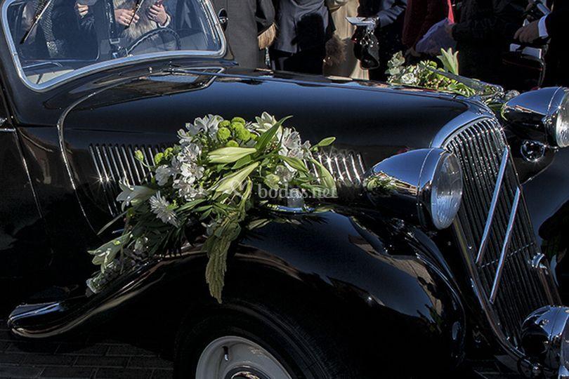 Decoración del coche de boda